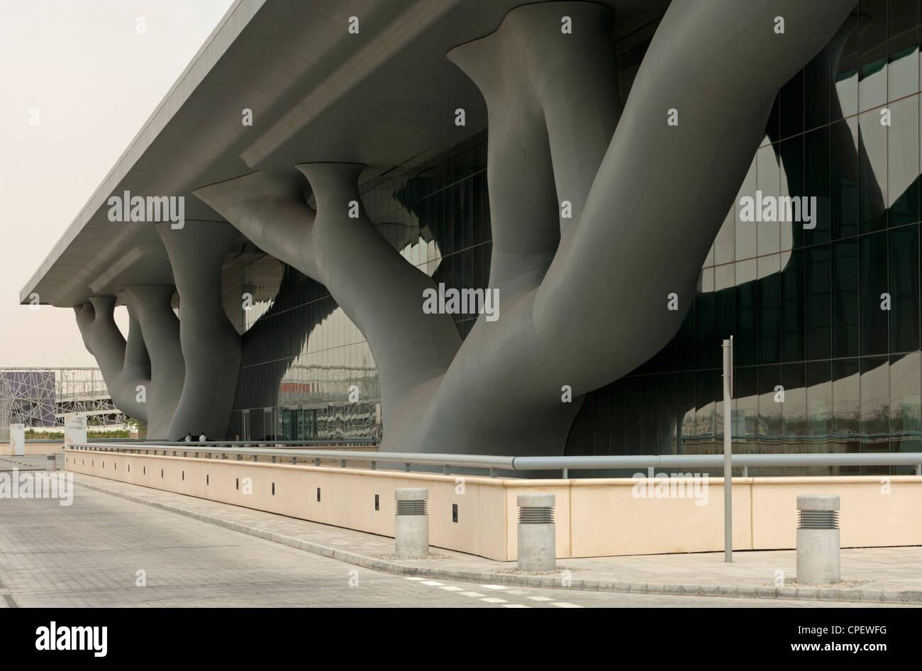 Il Qatar National Convention Center, QNCC, con una spettacolare facciata che assomigliano a due intrecciate Sidra Immagini Stock