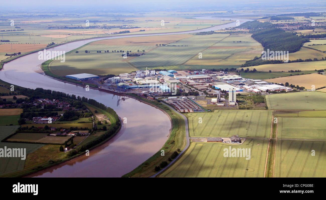 Vista aerea di Flixborough Industrial Estate e il suo molo sul Fiume Trent, vicino a Scunthorpe, Lincolnshire Foto Stock