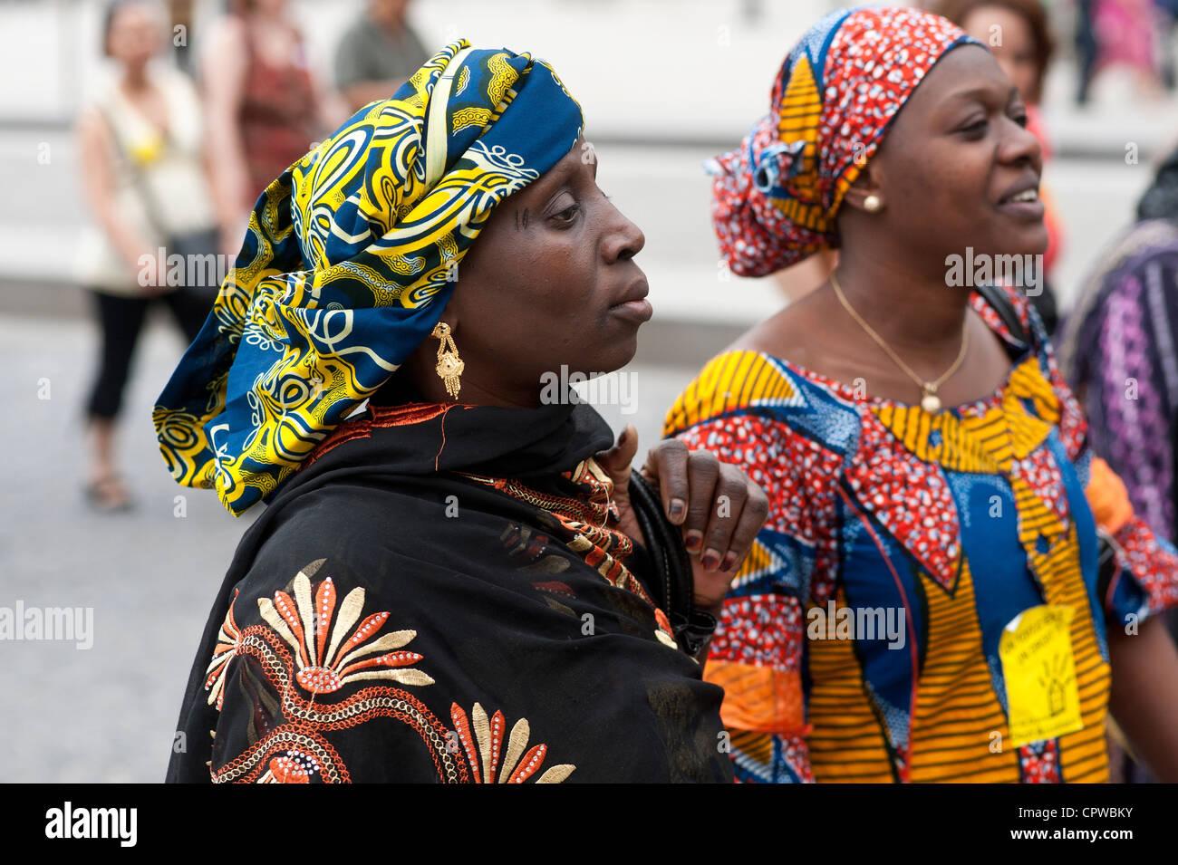 Africane Donne ParigiFrancia Abiti Tradizionali Foto Due Con tQrshd