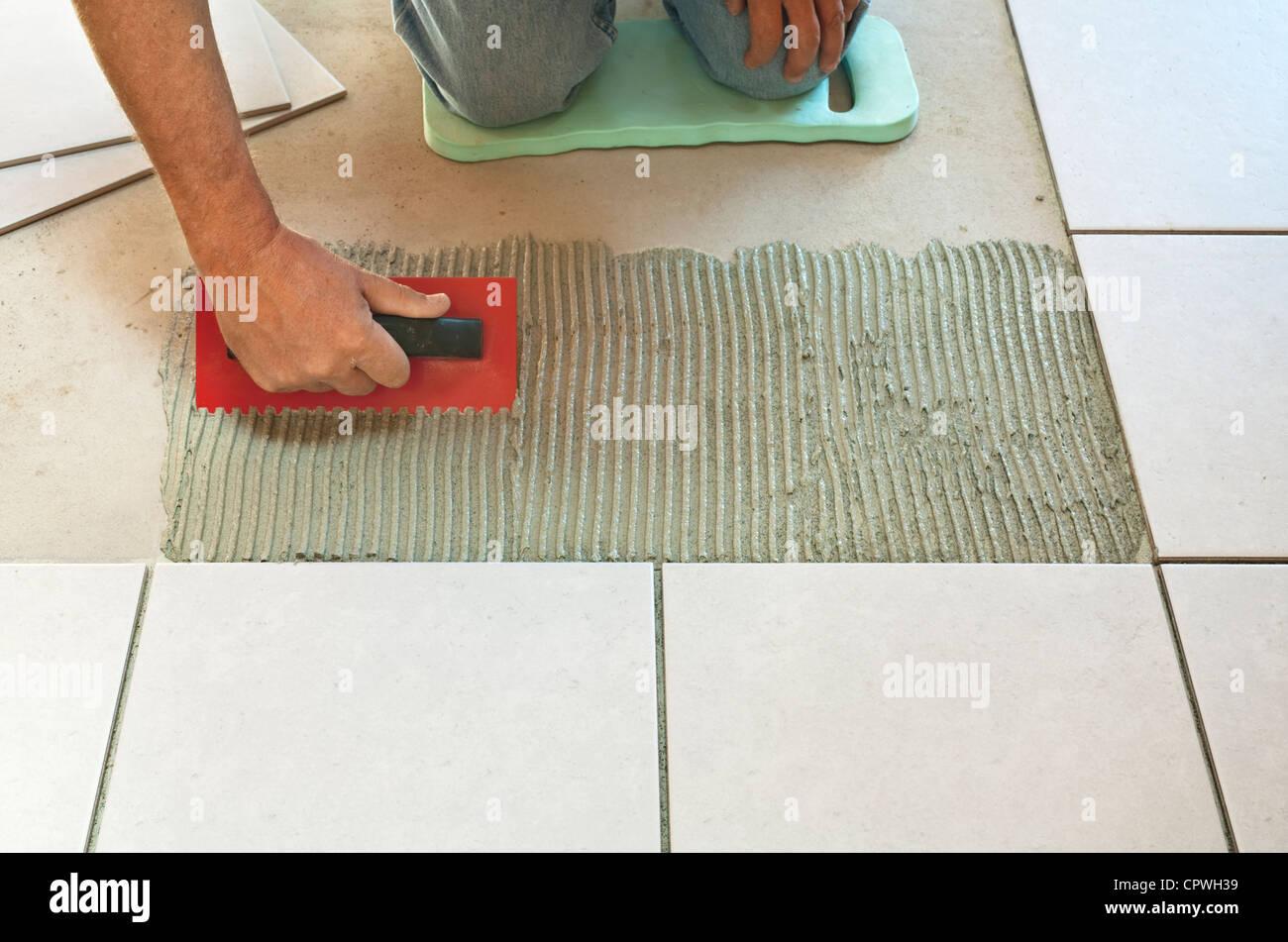 Tile adhesive immagini & tile adhesive fotos stock alamy