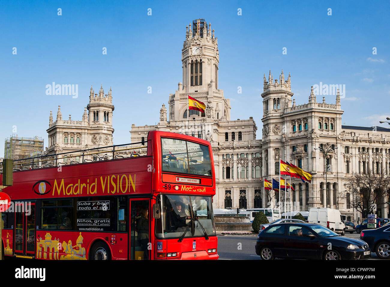 Visione di Madrid city tour bus a Plaza de Cibeles, Madrid, Spagna Immagini Stock