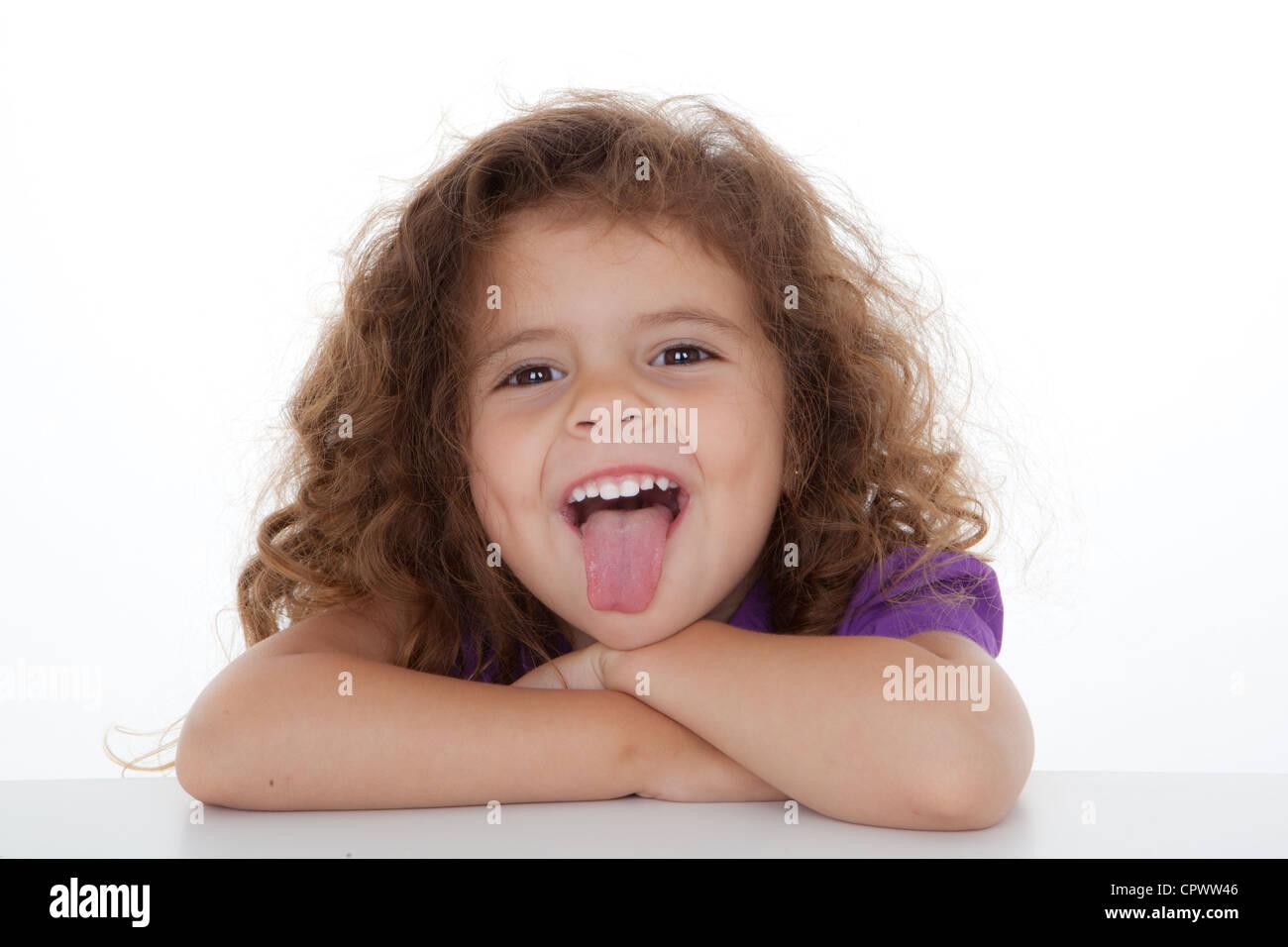 Cheeky bambino inceppato il pollice. Foto Stock