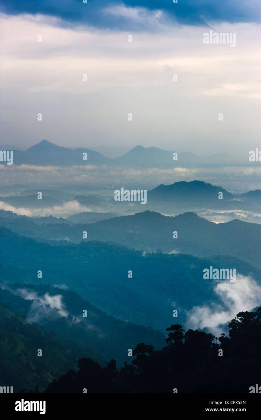 L'Ella Gap al crepuscolo, southern hill country, Sri Lanka Foto Stock