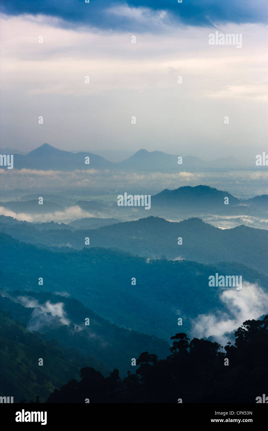 L'Ella Gap al crepuscolo, southern hill country, Sri Lanka Foto Stock