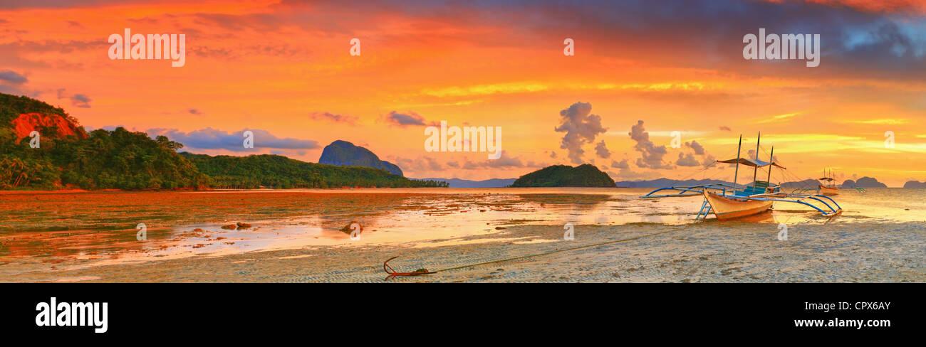 Tradizionale barca filippina bangka al tramonto Immagini Stock