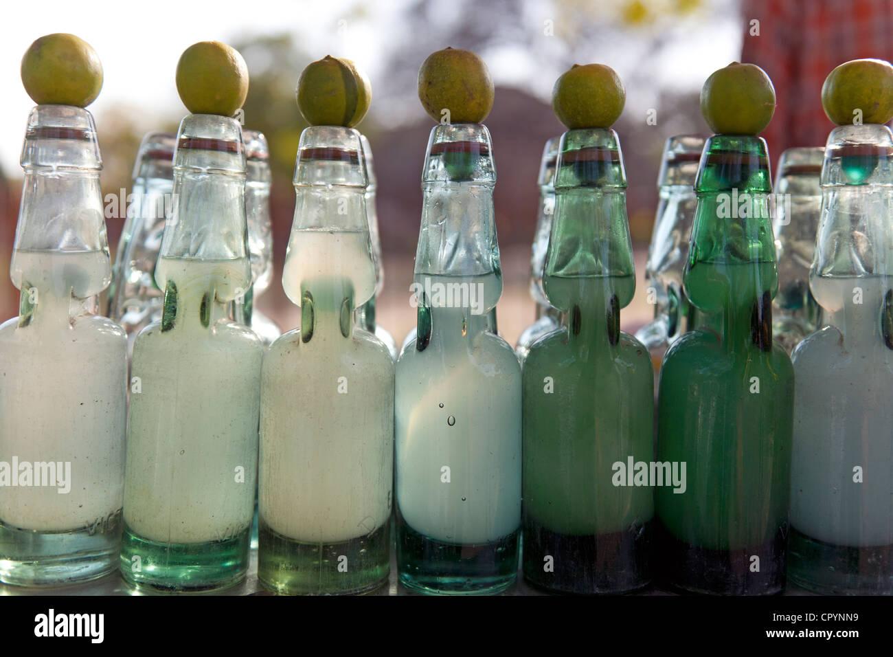 Limbu-Pani bibita al limone in una fase di stallo, Nuova Delhi, India, Asia Immagini Stock