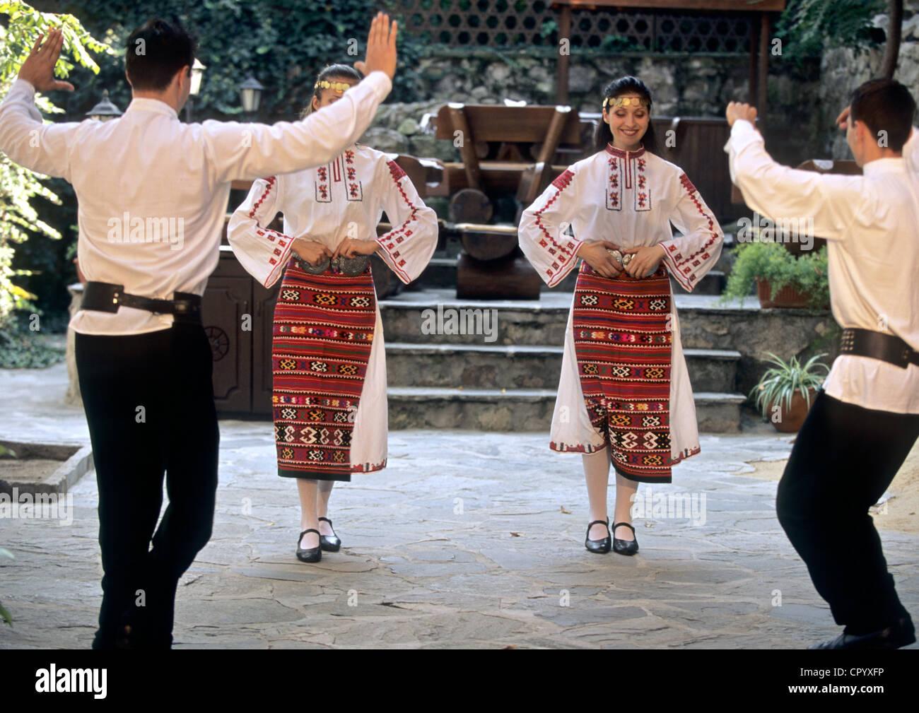 La Bulgaria, Plovdiv, danze folkloristiche Foto Stock