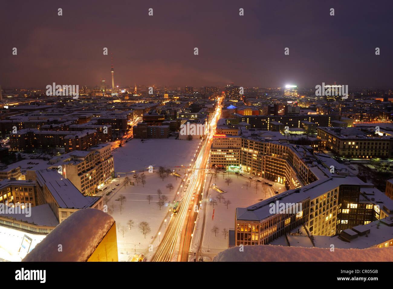 Illuminazione notturna della città potsdamer platz berlin