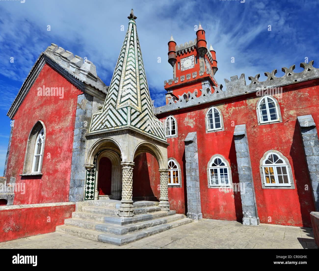 Pena Palace è il più completo e notevole esempio di architettura portoghese nel periodo romantico. Immagini Stock