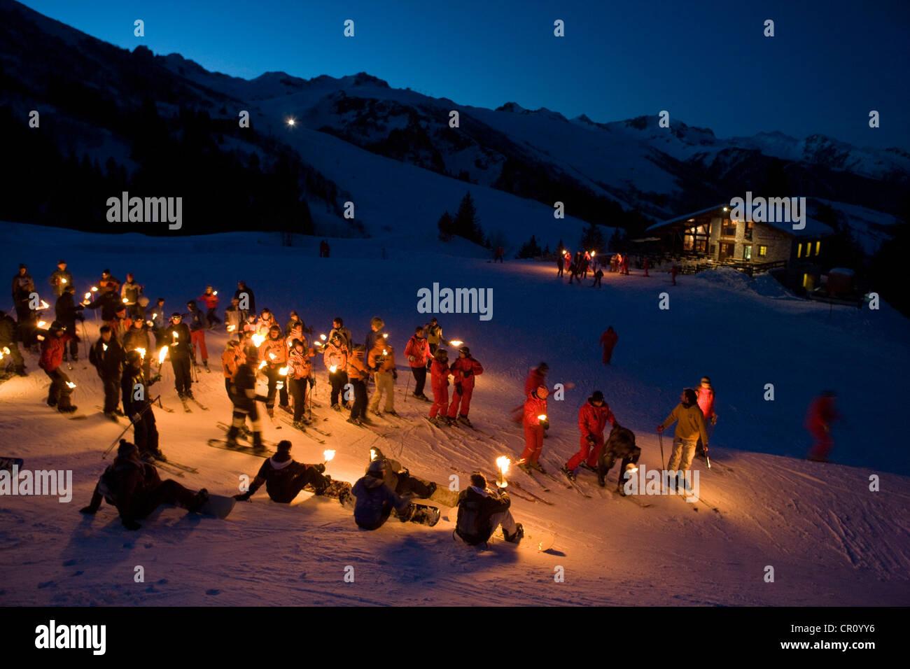 Francia, Savoie, Valmorel, con fiaccolata processione dal ristorante le Prariond Immagini Stock