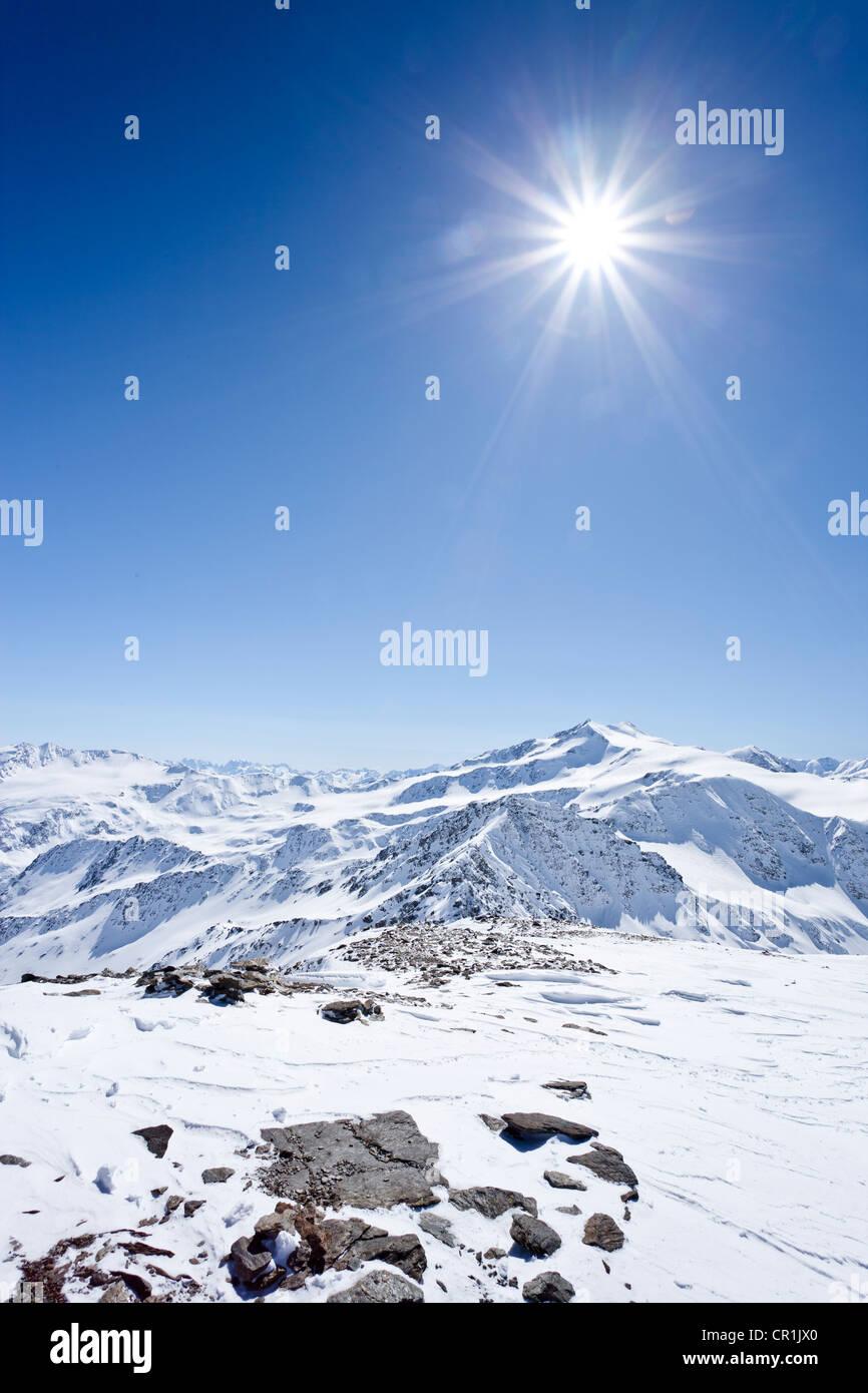 Vista dalla cima del monte Punta Beltovo di Dentro,, Solda Solda in inverno, Mt del Cevedale e Cima Cevedale nella Immagini Stock