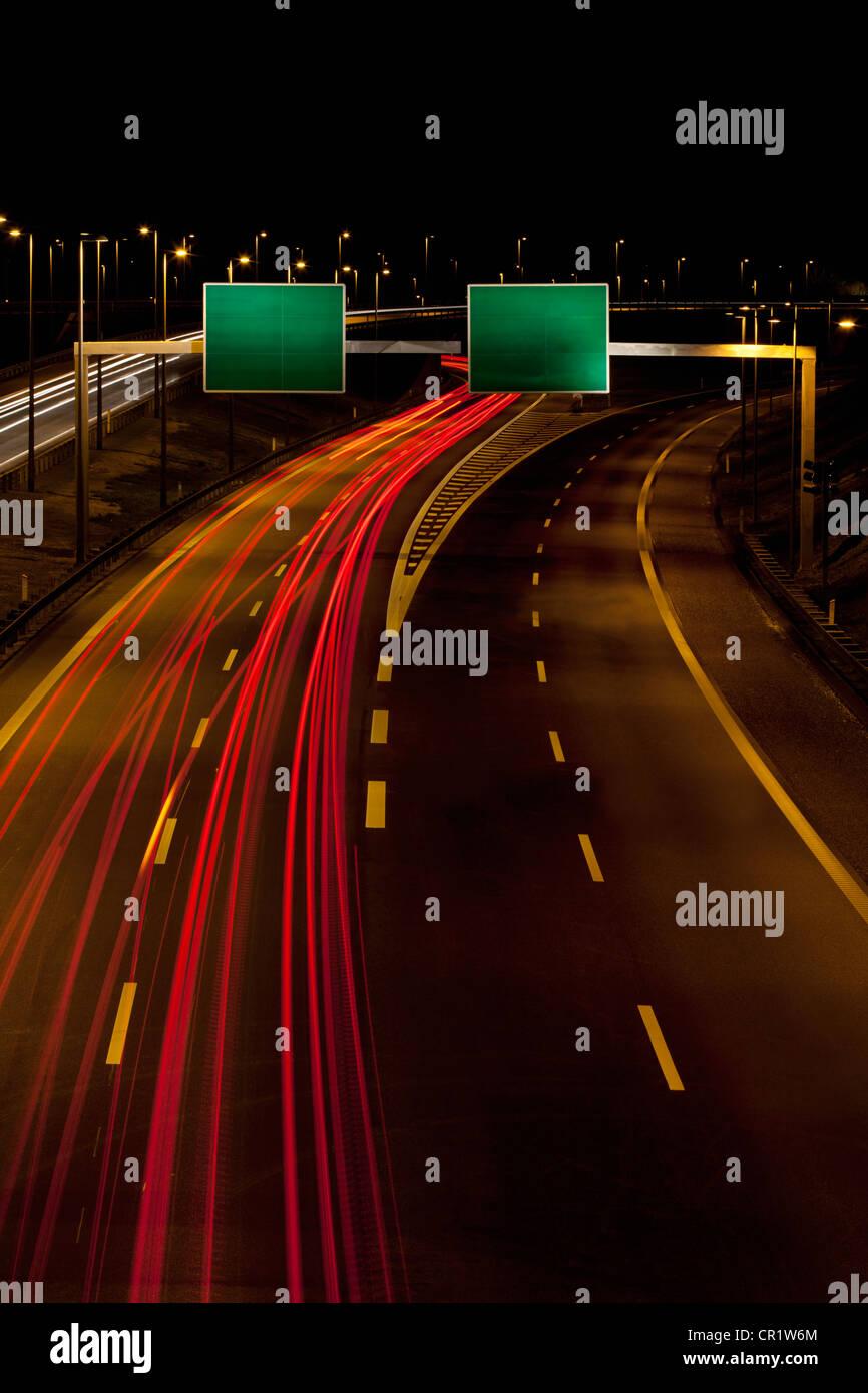 Time-lapse vista del traffico su autostrada Immagini Stock