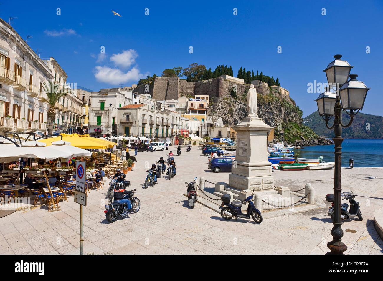 L'Italia, Sicilia e Isole Eolie Patrimonio Mondiale dell'UNESCO, Isola di Lipari, Lipari, Piazza Ugo di Immagini Stock
