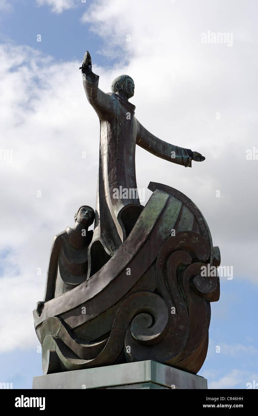 Memoriale di San Brendan il viaggiatore, Wolfe Tone Square, Bantry, County Cork, Irlanda, Europa Immagini Stock