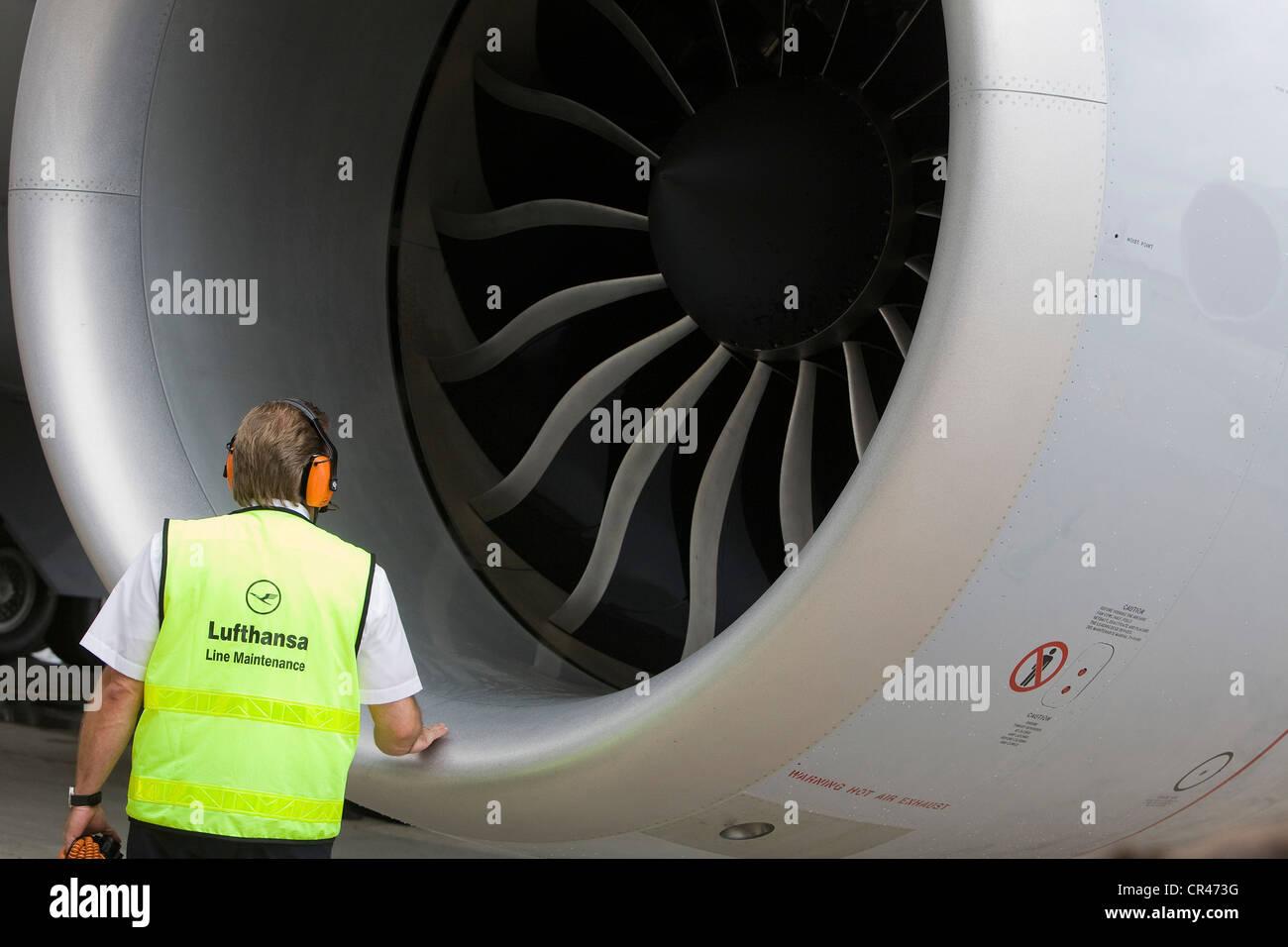 Un Lufthansa Boeing 747-8 motore. Immagini Stock