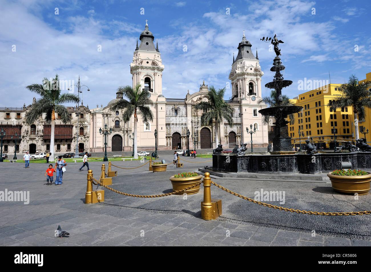 Cattedrale di Plaza Mayor e Plaza de Armas, Lima, Sito Patrimonio Mondiale dell'UNESCO, Perù, Sud America Immagini Stock