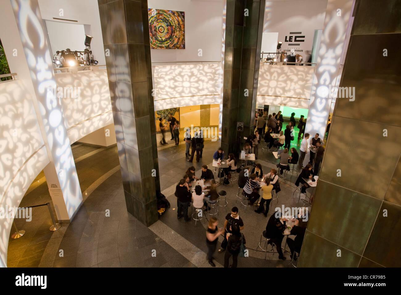 Canada Quebec, Montreal, museo di arte contemporanea, MAC Nocturnes venerdì visualizza Immagini Stock
