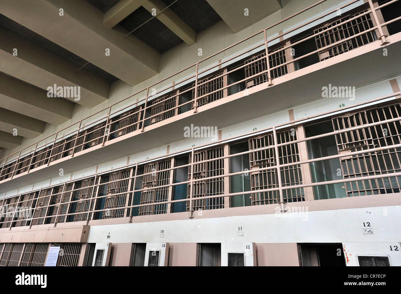Blocco di cella D in prigione per prigionieri speciali come Al Capone, Isola di Alcatraz, CALIFORNIA, STATI UNITI Immagini Stock