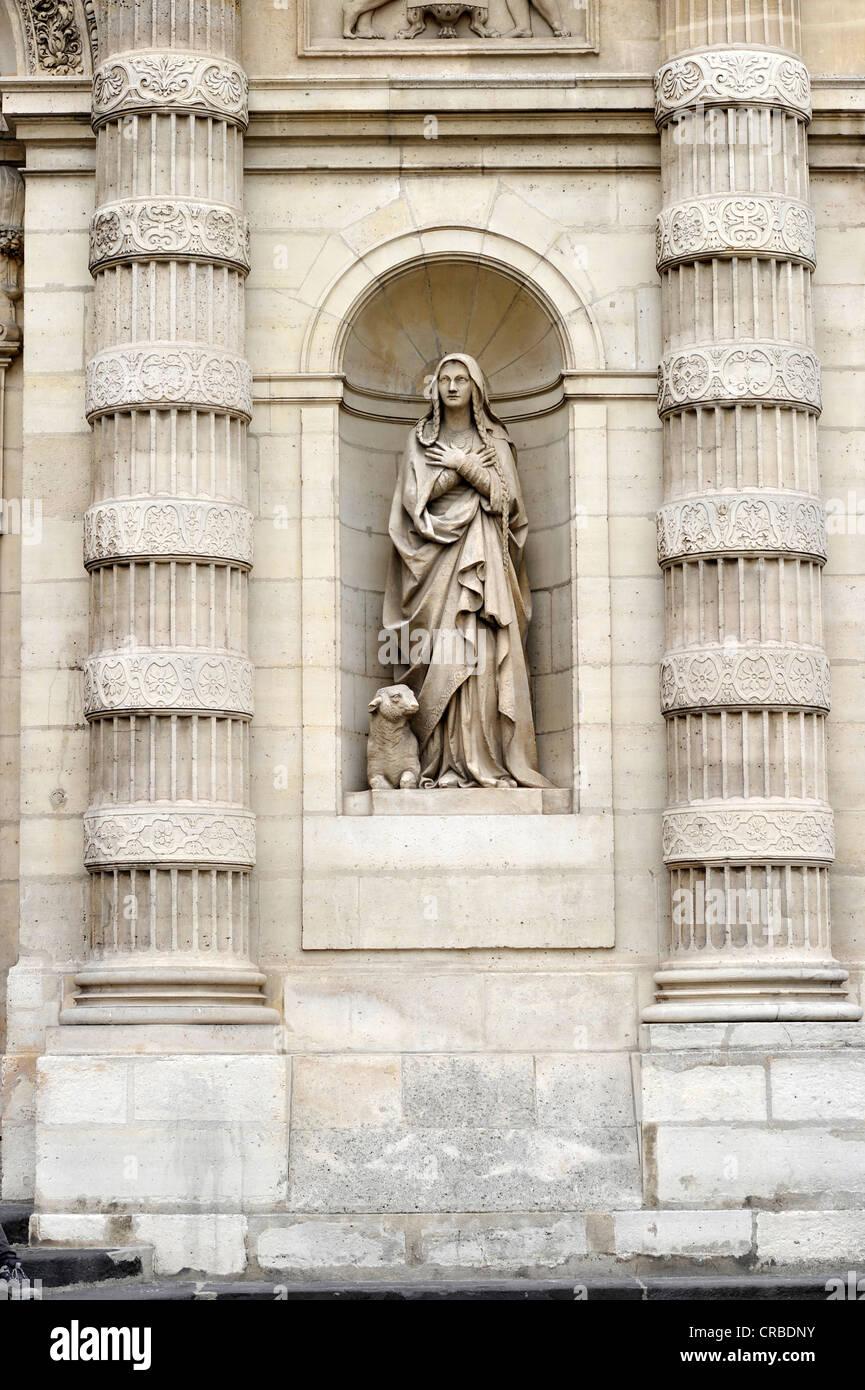 Statua accanto al portale principale della chiesa parrocchiale di Saint-Etienne-du-Mont, Montagne Sainte-Genevieve, Immagini Stock
