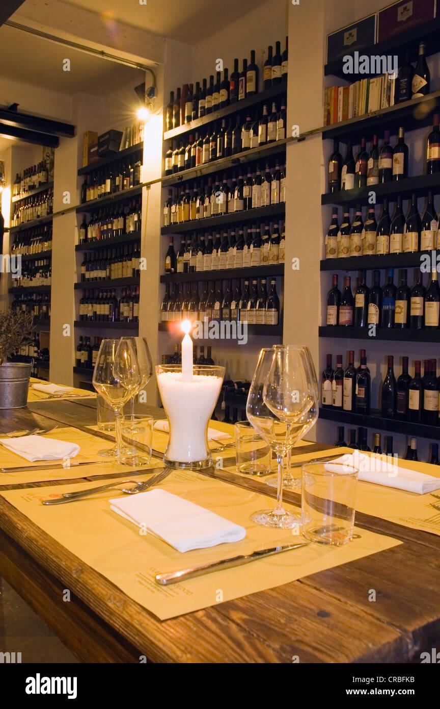 Enoteca, wine shop, Quinto Elemento, quelli del quinto, Viareggio, Toscana, Italia, Europa Immagini Stock