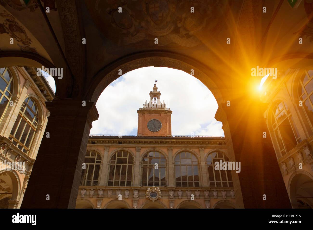 Clock Tower vista attraverso arch Immagini Stock