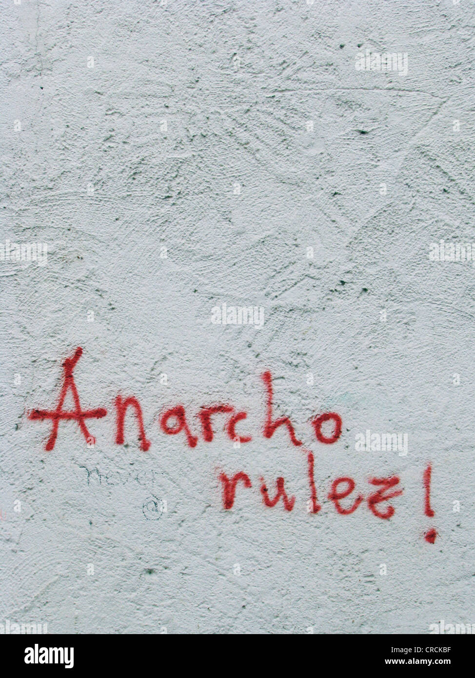 Le parole che sono state spruzzate sul muro di una casa, anarco rulez, Germania Immagini Stock
