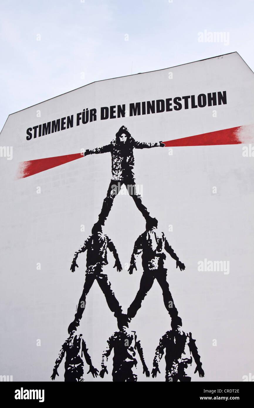 Murale, Stimmen fuer den Mindestlohn o voti per il salario minimo, Berlino, Germania, Europa Foto Stock