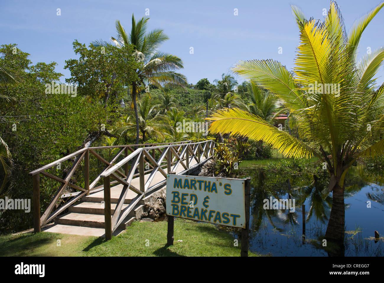 Hotel Bed and breakfast in un boschetto di palme, Big Corn Island, il Mare dei Caraibi, Nicaragua america centrale Immagini Stock
