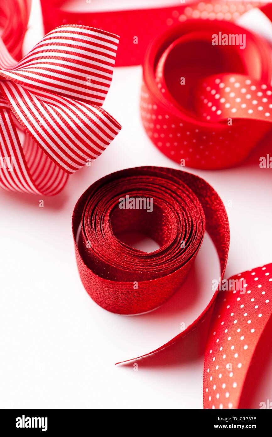Close up decorativo di nastri di colore rosso Immagini Stock