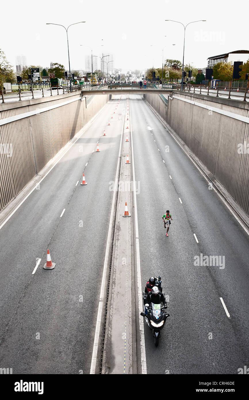 Haile Gebrselassie nel condurre a Birmingham Mezza Maratona 2011 Immagini Stock