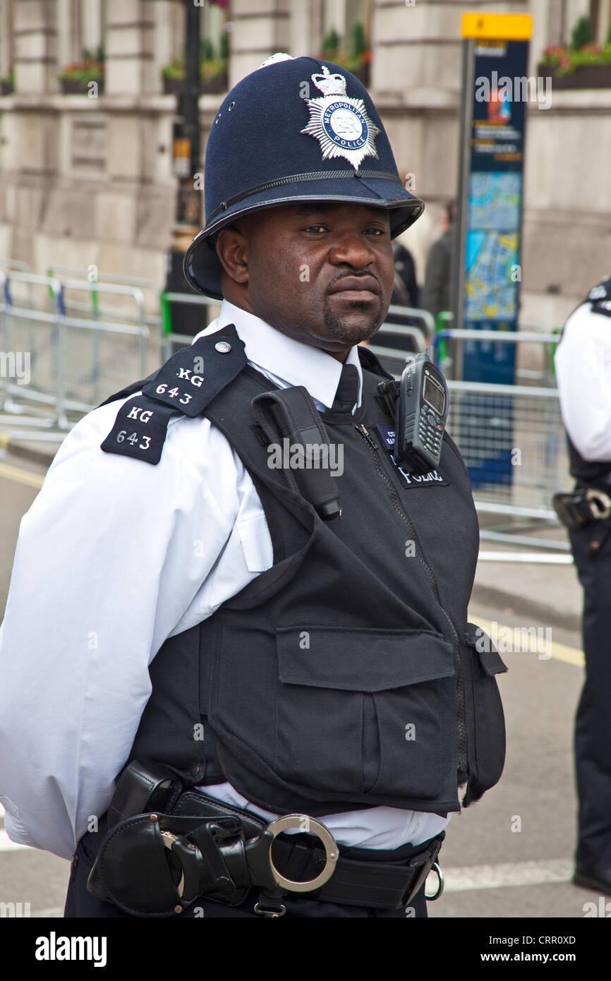 Londra, Trafalgar Square una minoranza etnica funzionario di polizia Giugno 2012 Immagini Stock