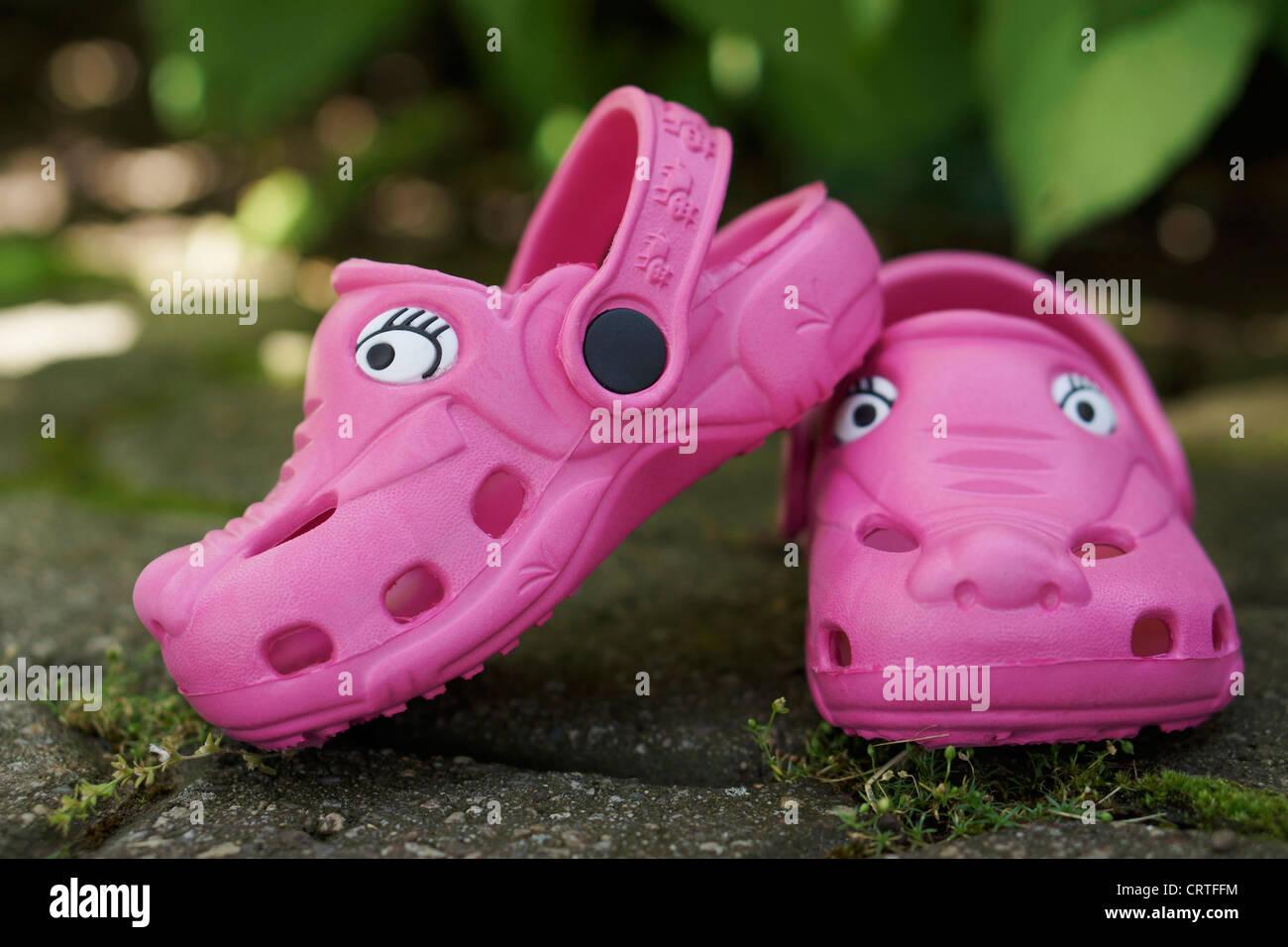 Rosa zoccoli in plastica Immagini Stock