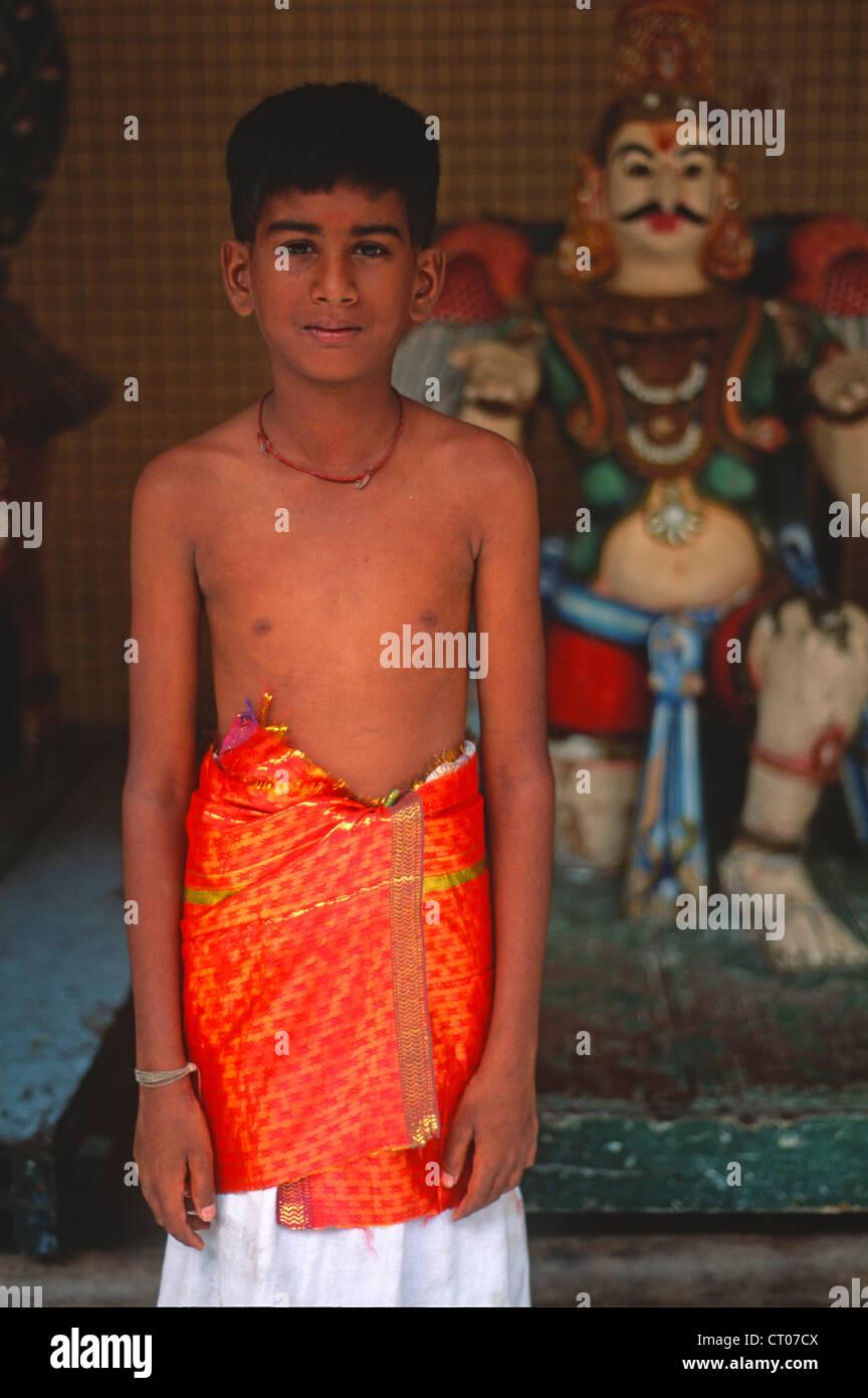 Malaysia, Kuala Lumpur, Tamil boy, divinità Indù statua, Immagini Stock