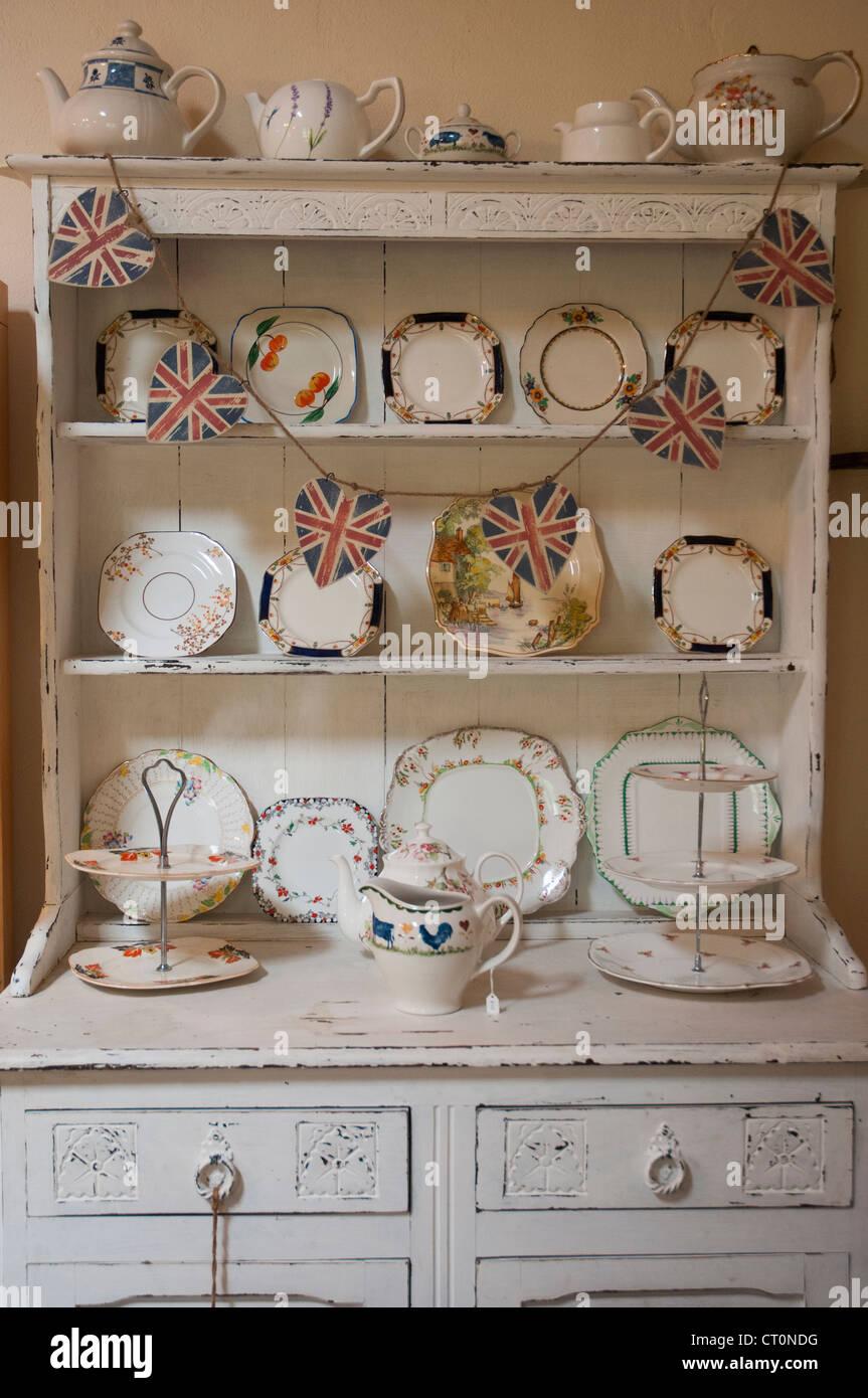 In stile country inglese credenza o cassettiera in una sala ...