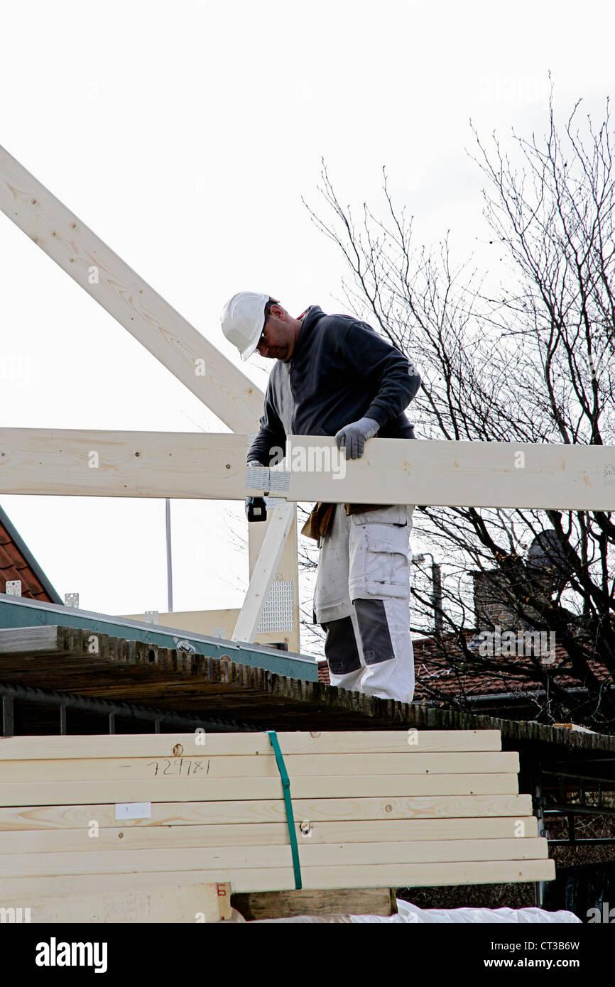 Builder a lavorare sulla nuova struttura Immagini Stock