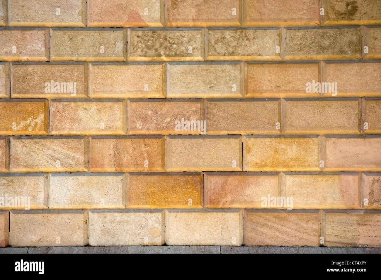 Mattoni intagliati nella parete di un frame completo Immagini Stock