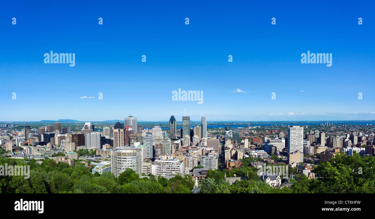 Vista della città dalla Kondiaronk scenic lookout presso lo Chalet du Mont Real, Mount Royal Park, Montreal, Immagini Stock