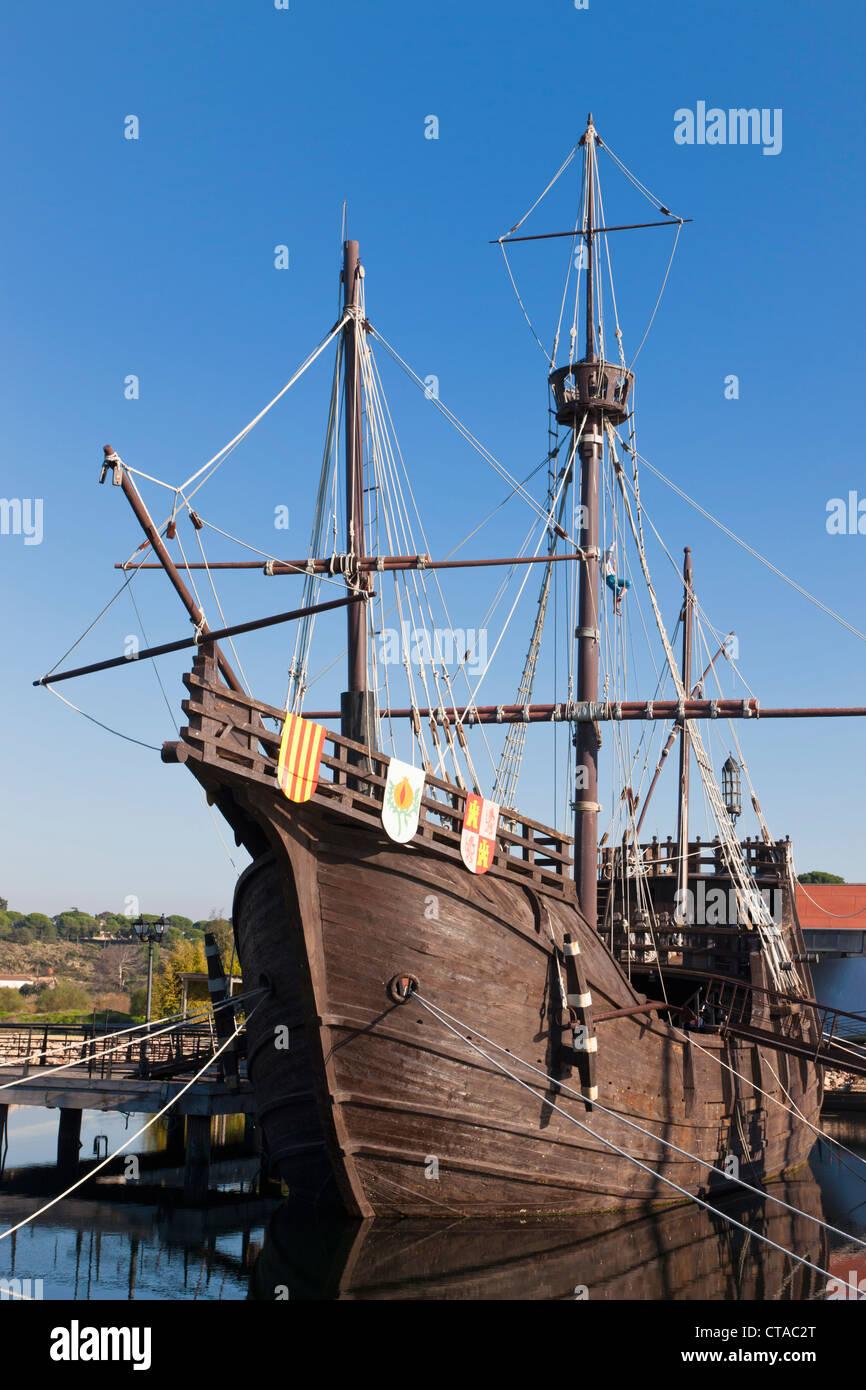 Repliche di navi Columbus navigato per le Americhe presso la banchina del Caravelle, Palos de la Frontera, Spagna Immagini Stock