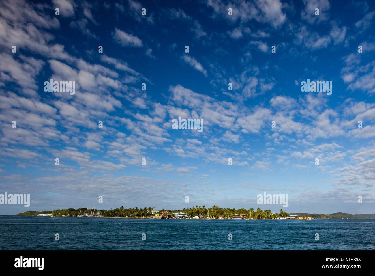 Vista di Isla Carenero da Isla Colon, Bocas del Toro, Panama. Immagini Stock