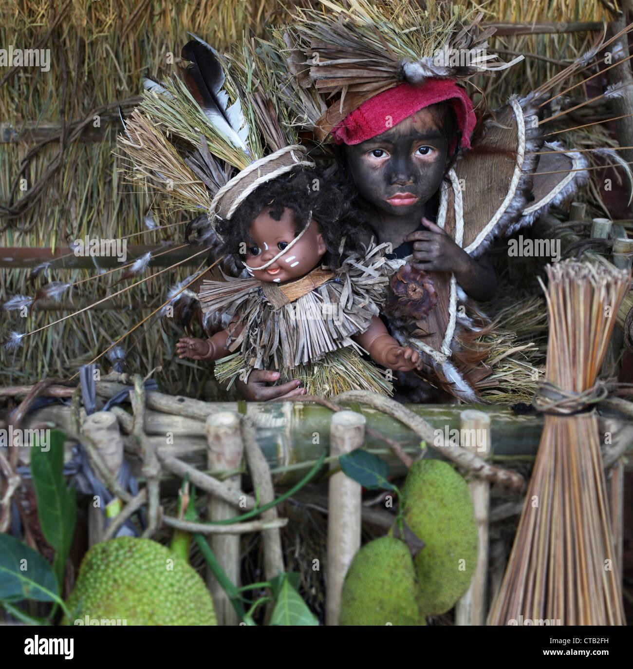 Bambina con bambola come simbolo del Santo Nino figura, Ati Atihan festival, Ibaja, Aklan, Panay Island, Asiay, Immagini Stock