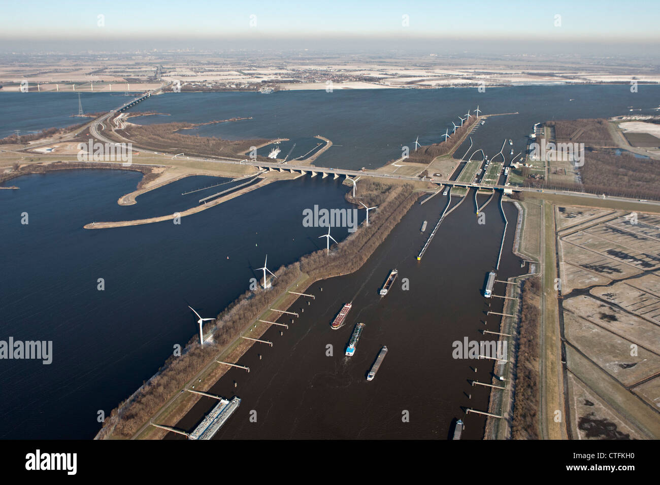 I Paesi Bassi, Willemstad, Volkeraksluizen, serrature di Volkerak. Parte di Delta opere. Antenna, l'inverno, Immagini Stock