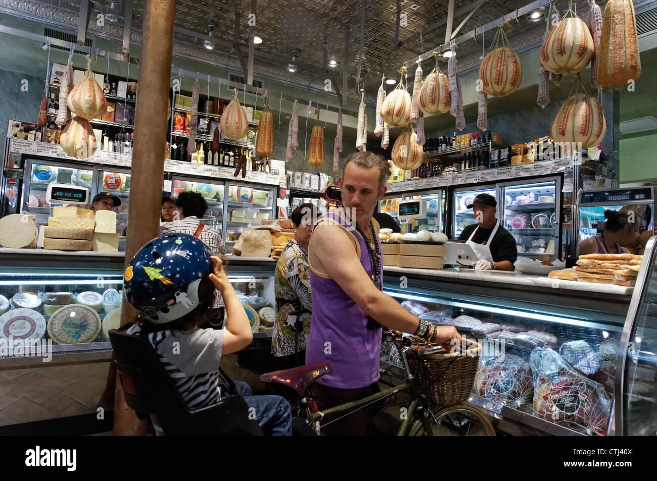 Caseificio DiPalo Fine Foods, Italien Gourmet Shop, Grand Street, Little Italy, New York, STATI UNITI D'AMERICA, Immagini Stock