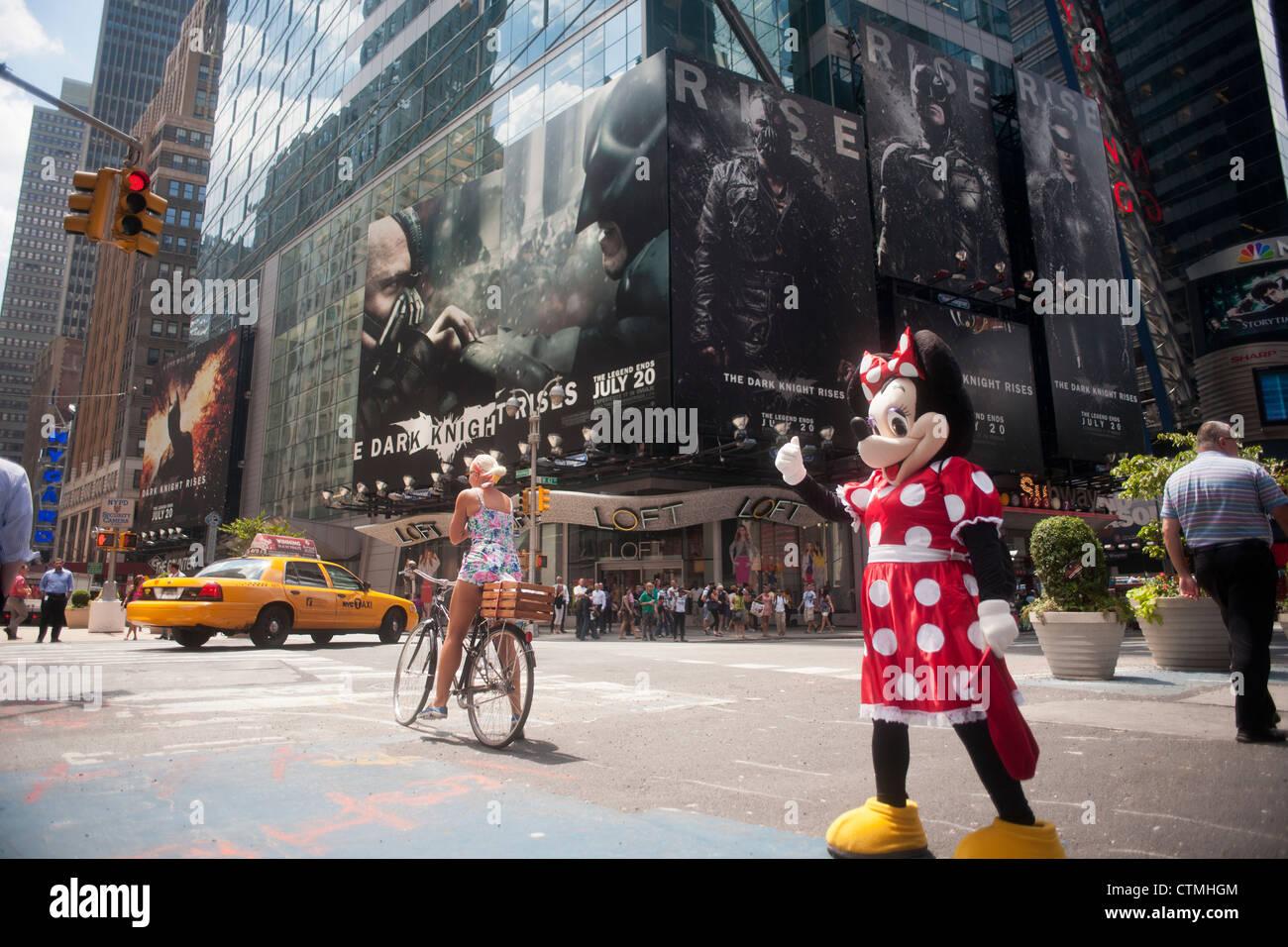 """La pubblicità per i più recenti film di Batman """"The Dark Knight sorge' è visto in Times Square Foto Stock"""