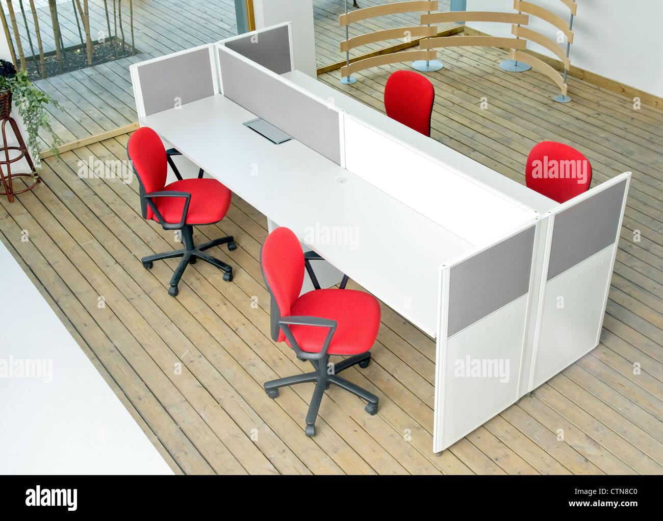 Set Ufficio Legno : Ufficio scrivanie e sedie rosse box set vista dall alto su