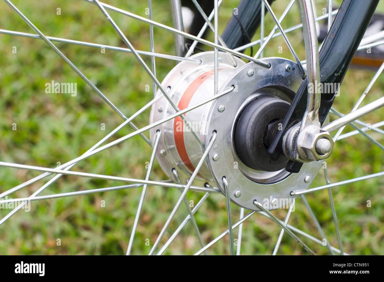 Chiudere l aspetto di una dinamo da mozzo di una bicicletta per
