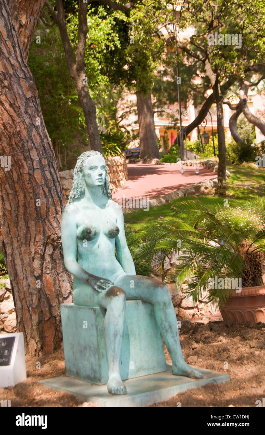 Grande nudo di adolescente statua nel Parco Monte Carlo Monaco Immagini Stock
