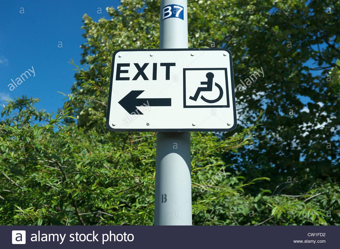 Sedie A Rotelle Roma : Segnale di uscita per la sedia a rotelle a roma anagnina parkway