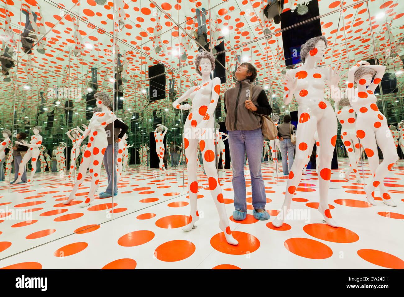 Materasso Fabbrica e Museo di Pittsburgh, in Pennsylvania, installazione chiamato 'infinito di punti camera Immagini Stock