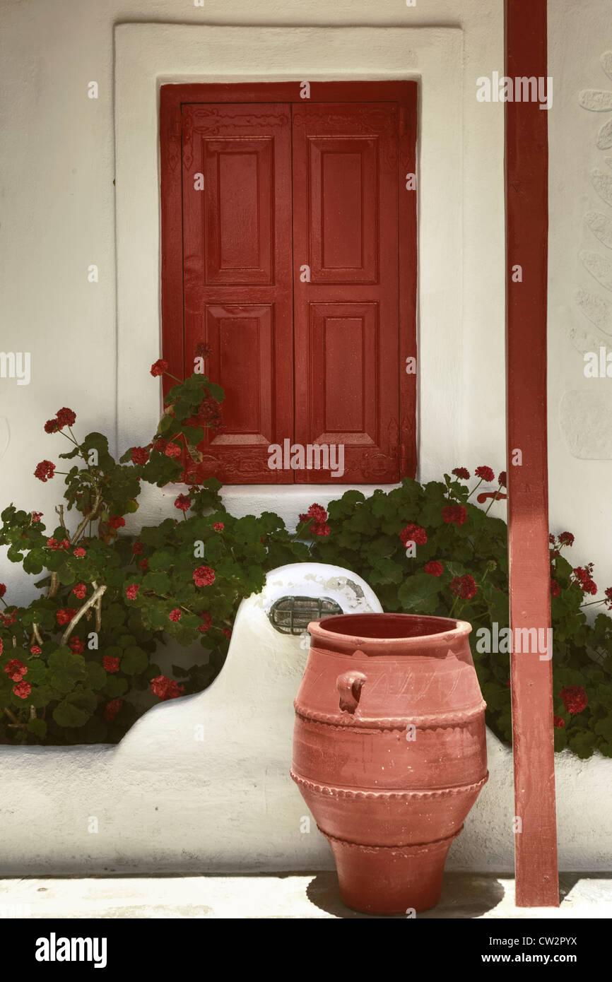 Rosso, le finestre chiuse, in legno Immagini Stock