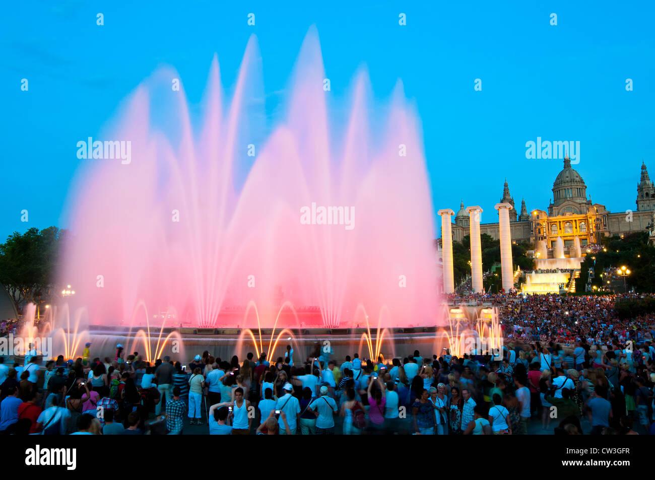 Font Magica o la fontana magica con il Palau Nacional in background, Barcellona, in Catalogna, Spagna Immagini Stock